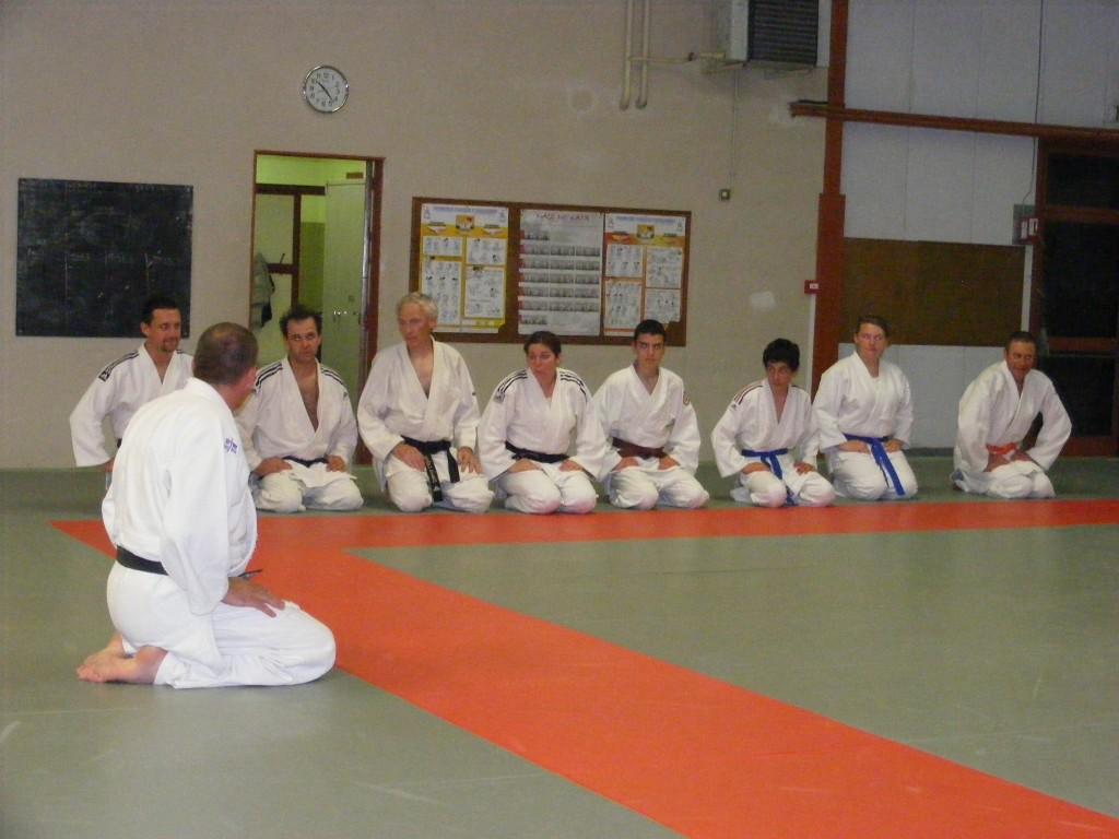 Le groupe adultes Judo présent, malgré un match de foot à la télé.